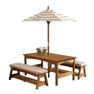 Holz-Kindergarten-Set mit Tisch, zwei Bänke, Kissen und Sonnenschirm (braun mit weißen Streifen) - Kidkraft (00500)