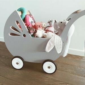 Lila Puppenwagen Grau